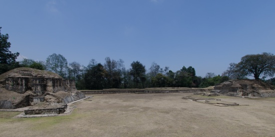 Plaza A with the palace between the two pyramids